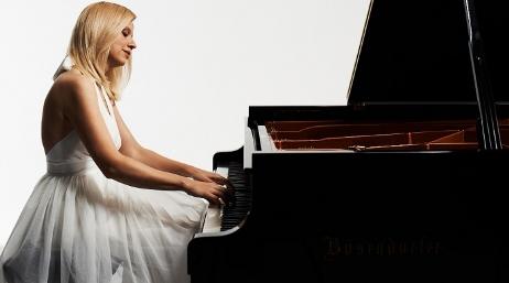 Məşhur pianoçu yazdığı statusa görə qovuldu - VİDEO
