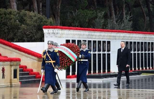 الرئيس الأذربيجاني يزرو ساحة الشهداء