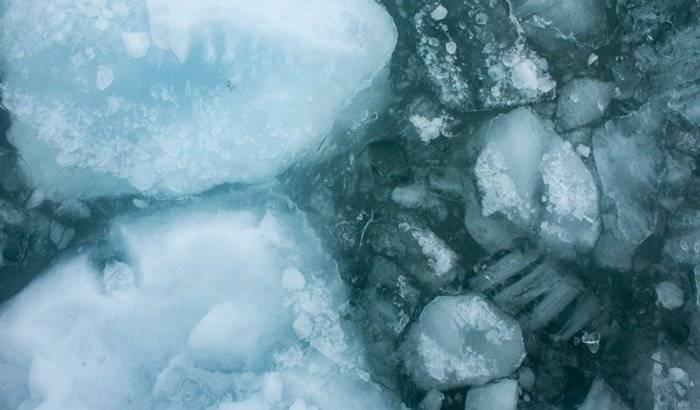 Hallan enormes reservas de hielo en el lugar más inesperado del sistema solar