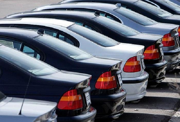 İki banka məxsus avtomobillər hərracda satılır