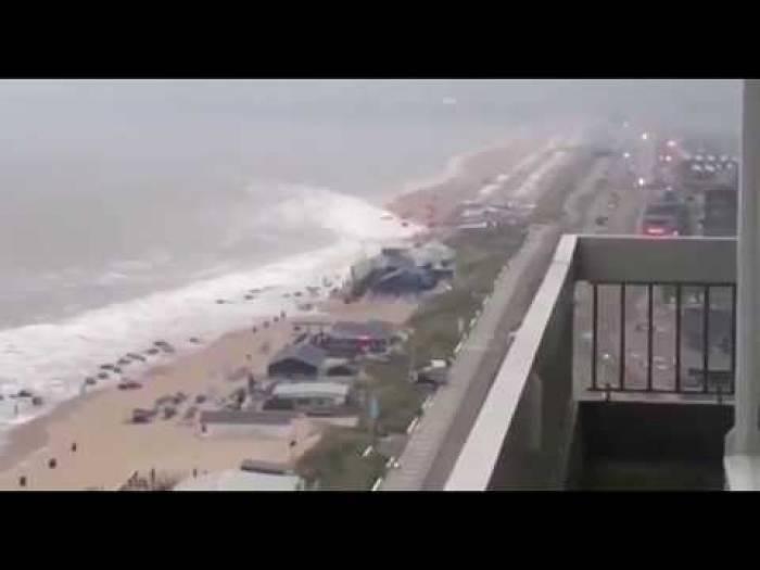Un mini-tsunami sur une plage aux Pays-Bas - VIDEO
