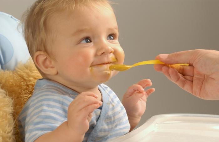 استشاري تغذية تكشف خطورة البسكويت بالشاي على الأطفال