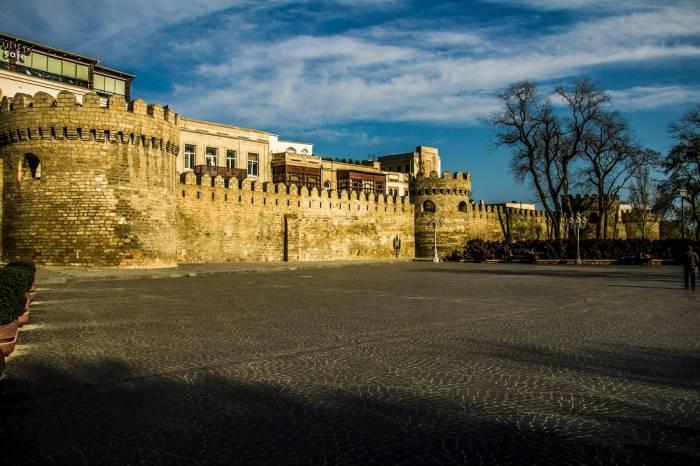 Willkommen in Aserbaidschan - wo der Osten den Westen trifft