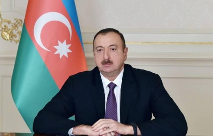Ilham Aliyev gibt eine Verfügung über 100. Jahrestag des Völkermordes an Aserbaidschanern im Jahr 1918 heraus