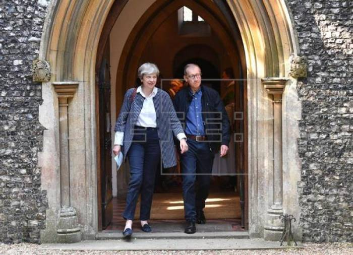 """Un debilitado Gobierno británico empieza a negociar el """"brexit"""""""