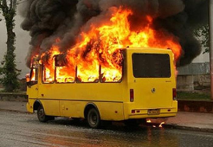 Dəhşətli olay: 52 nəfər avtobusda yanaraq ölüb - VİDEO