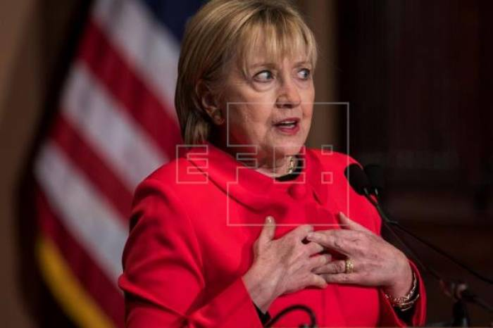 Clinton no descarta cuestionar el resultado electoral en EEUU por la trama rusa