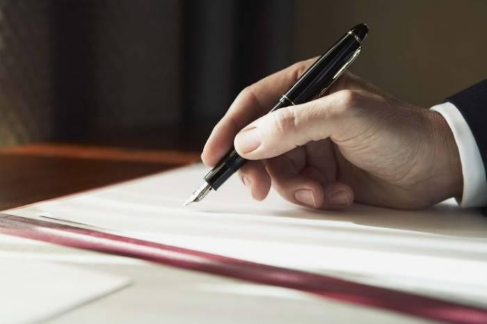 Prezident qanunu imzalayıb-