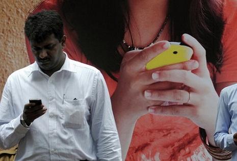 Hindistan smartfon ölkəsinə çevrilir