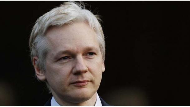 Clinton acusa a Assange de ser 'herramienta de Inteligencia rusa'