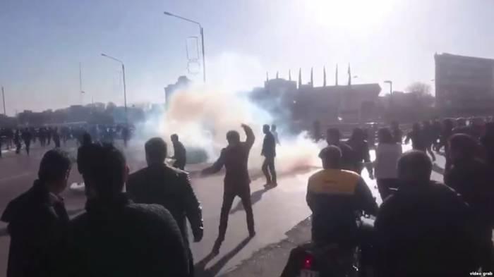 İranda etirazlar zamanı 25 nəfər ölüb