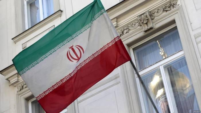 İran səfirliyində bayraqlar endirildi