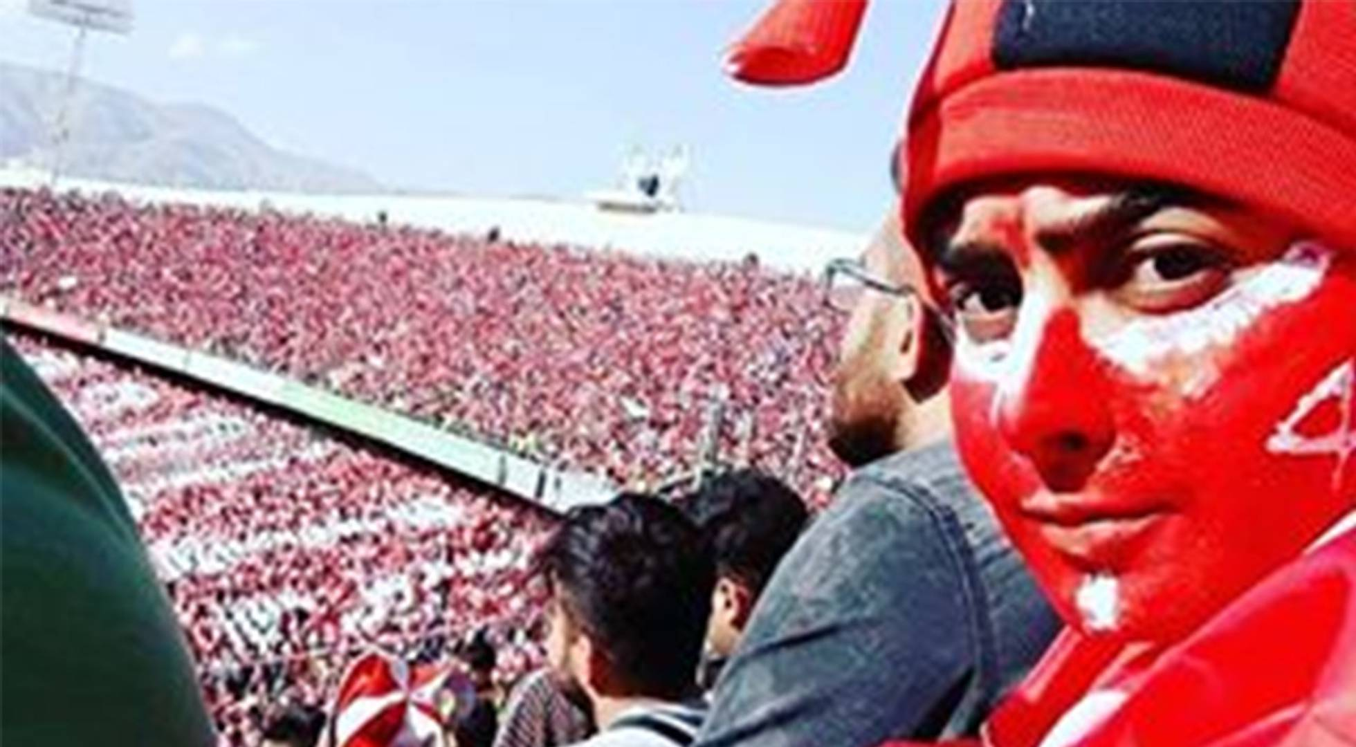 Una mujer recibe apoyos y amenazas tras lograr colarse en el fútbol en Irán