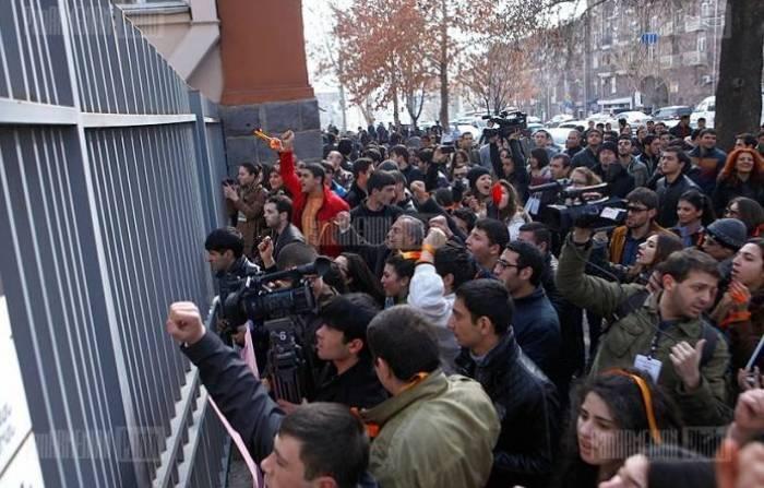 Ermənistanda etiraz aksiyası keçirilir -
