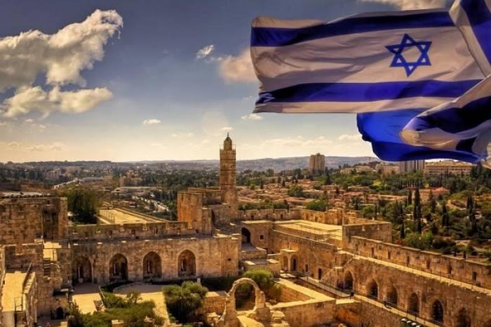 Israël: les liens avec Trump priment sur la dénonciation des néonazis, affirme un ministre