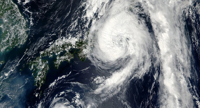 Super typhoon Lan to make direct hit on Tokyo
