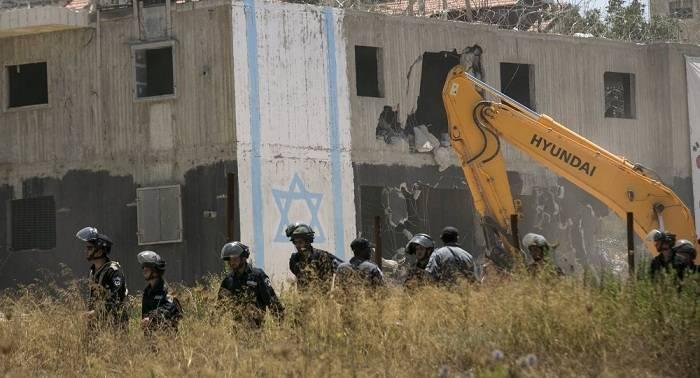 El Ejército israelí entrega órdenes de desalojo a beduinos que viven cerca de Jerusalén
