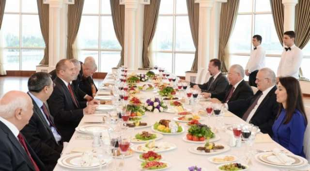 Azerbaijani PM, Bulgarian President have joint dinner