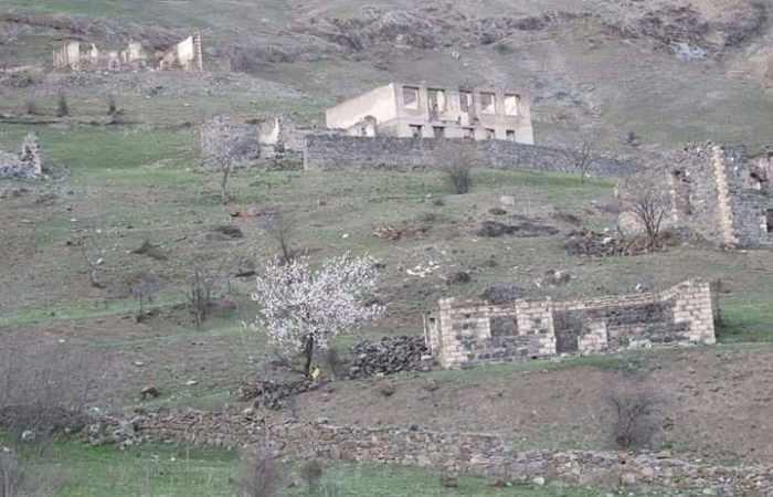 Spuren des armenischen Vandalismus in Bildern-im besetzten Gebiet Kelbadschar-Aserbaidschan