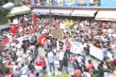 Türkiyədə polislə vətəndaşlar yenə qarşı-qarşıya