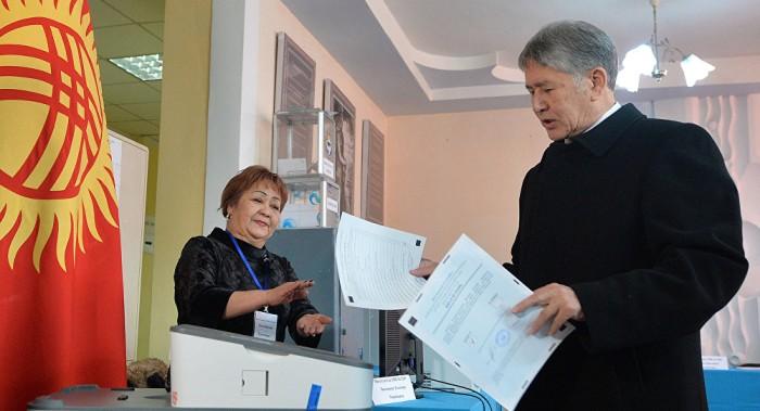 Observadores destacan la transparencia del referéndum en Kirguistán
