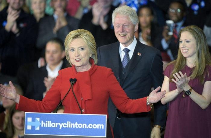 Klintonlara qarşı milyonluq rüşvət ittihamı