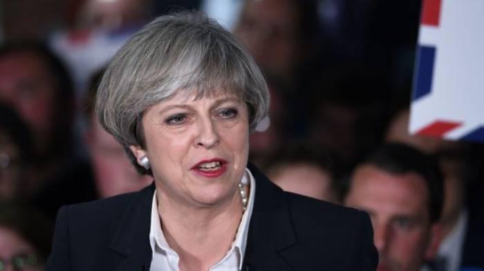 """GB: May promet de combattre le terrorisme """"quel que soit le responsable"""""""