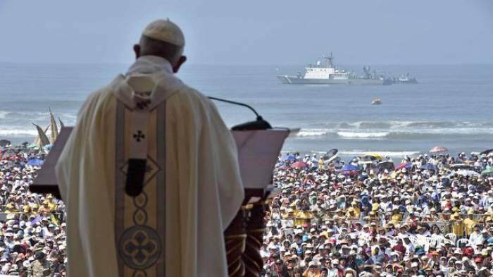"""Le pape appelle à lutter contre le fléau des """"féminicides"""""""