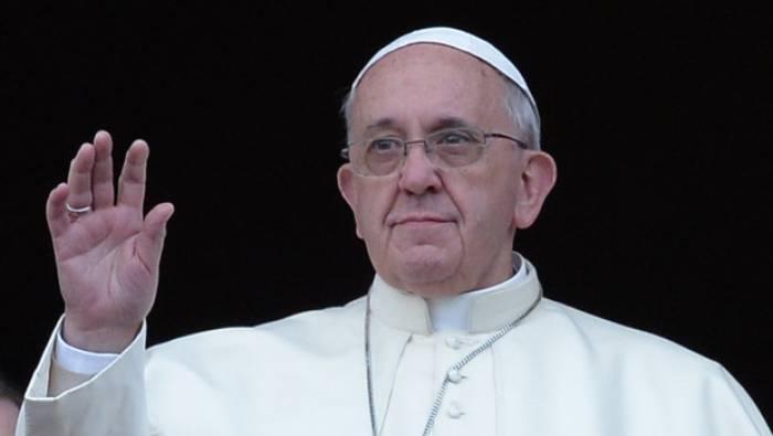 Le pape François légèrement blessé à l'œil après un freinage trop brusque - VIDEO