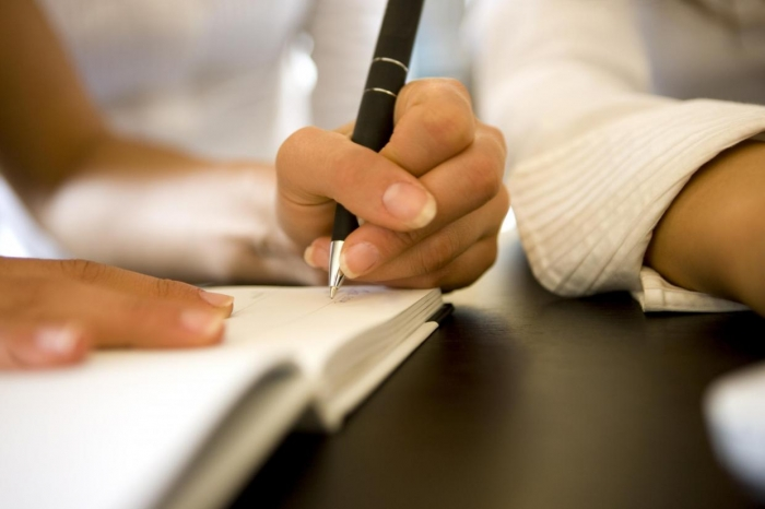 It's official, left-handed people are smarter