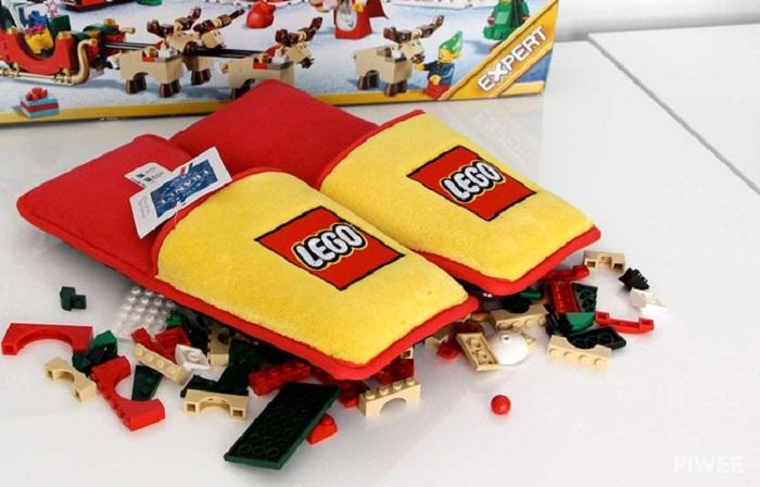 Lego: Une paire de chaussons pour éviter «la blessure briquette»