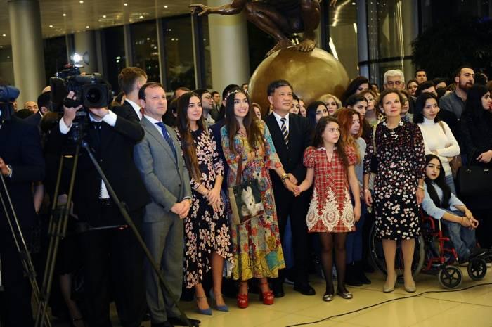 """Ulduzlar toplusu"" sərgisinin açılışı oldu - Fotolar"