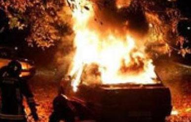 Bakıda iki maşın toqquşdu, biri yandı