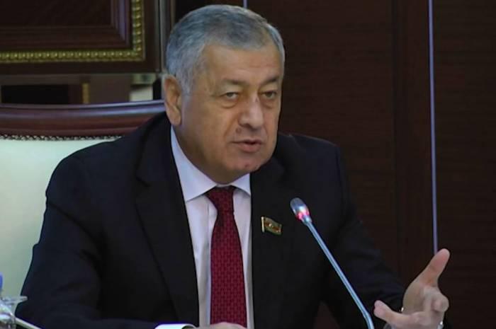 Deputat Elman Rüstəmova iradını bildirdi