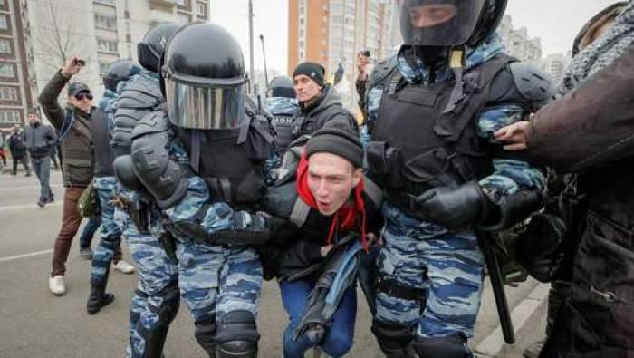 Russie: des dizaines d'arrestations à une marche nationaliste