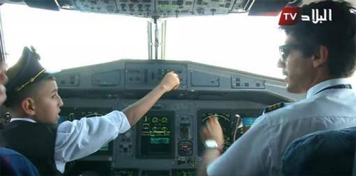Un enfant pilote un avion d'Air Algérie, les pilotes suspendus