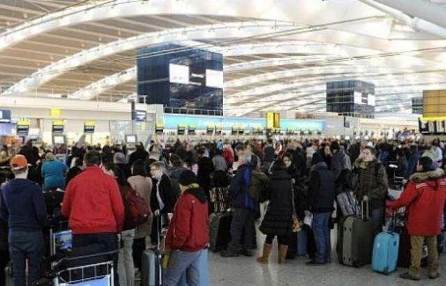 """الشرطة البريطانية تلقي القبض امرأة في مطار هيثرو بشبهة """"الإرهاب"""""""
