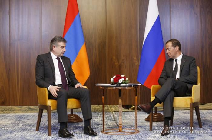 Medvedev Astanada Karapetyanla görüşüb