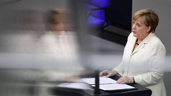 """Merkel avisa: """"Quien se va de la familia europea no puede mantener los privilegios"""""""