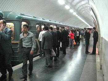 Bakı metrosunda hərəkət dayandı