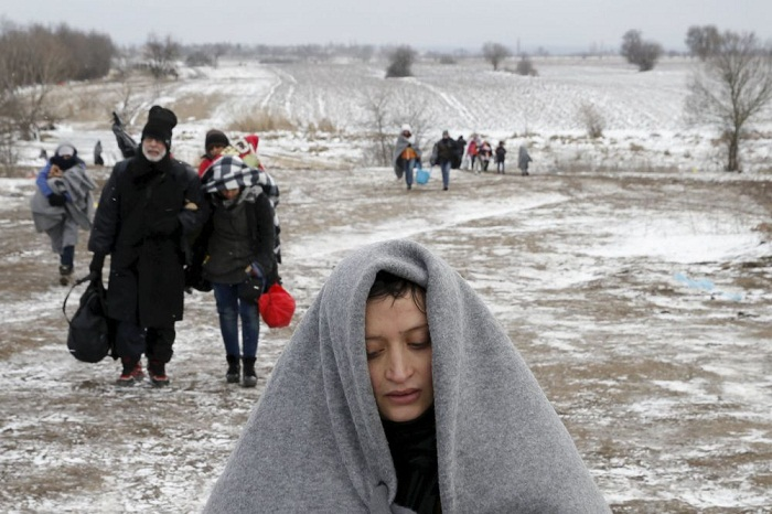 Macedonia extends state of emergency at borders to reduce migrants' flows
