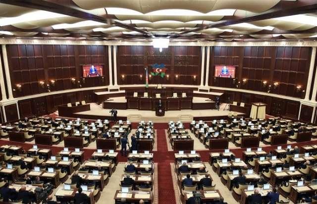 İclas bitdi: Deputatlar istirahətə getdi