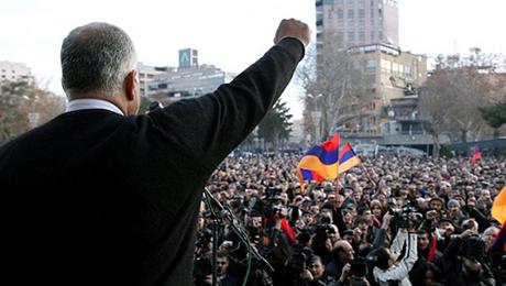 Ermənistan müxalifəti meydanlarda
