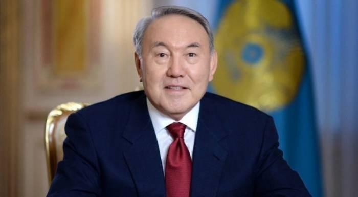 Nazarbayev kiril əlifbasından imtina etdi