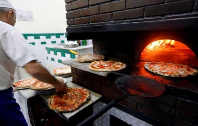 Neapolitan pizza making wins world heritage status