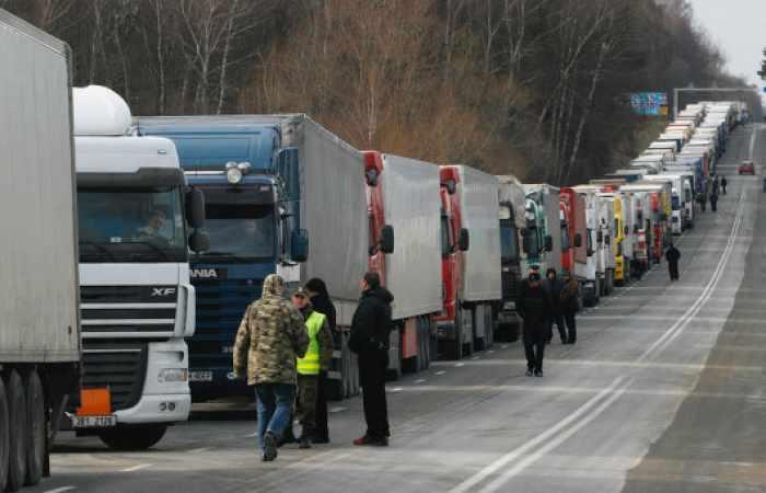 Ukrainian police take control of hijacking of Azerbaijani trucks