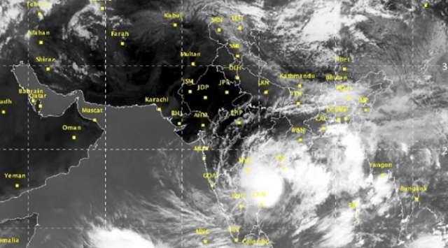 Effects of cyclone Ockhi expected to hit Karachi, other coastal cities