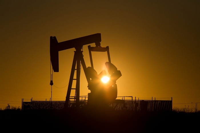 Azeri Light oil price falls on world markets