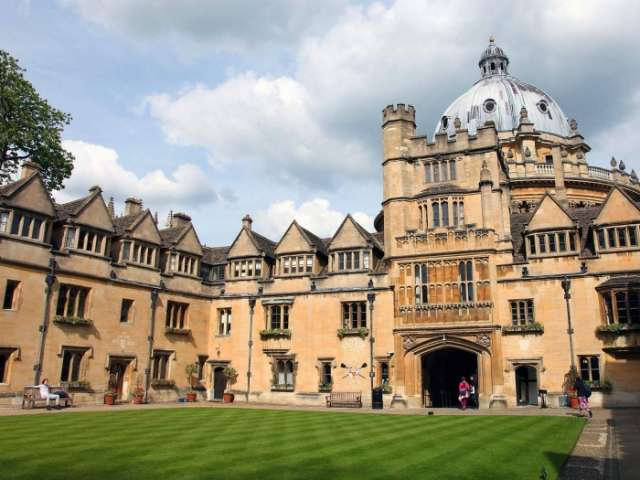 Oxford graduate sues university for £1m over 'poor teaching'