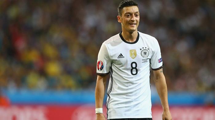 """Özil: """"Ronaldo hər şey demək deyil"""""""